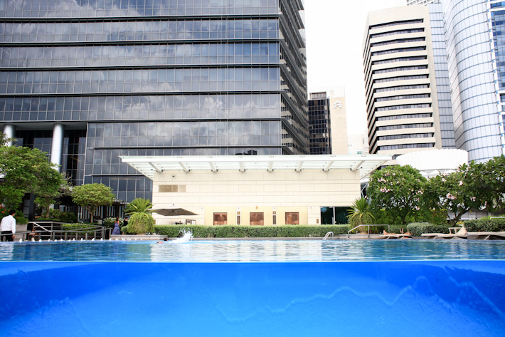 Fullerton Bay Rooftop Pool