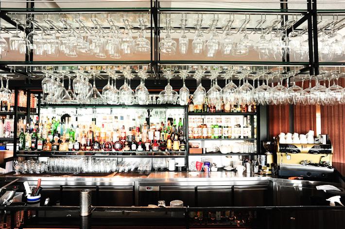 Bar Etiquette Guide