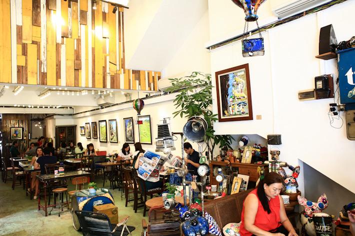Aeiou Cafe Singapore