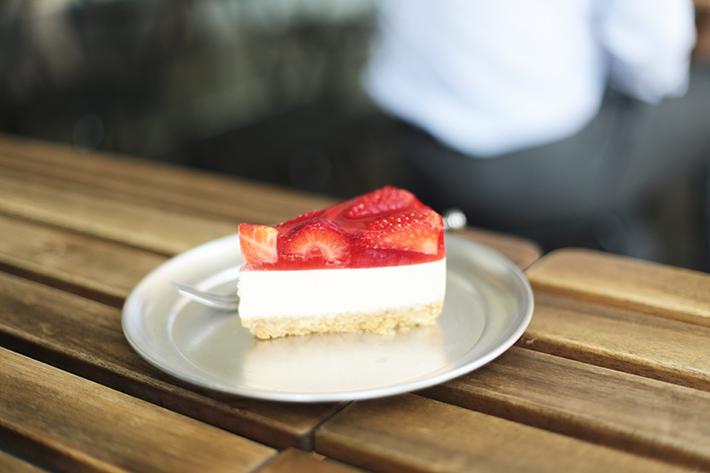 Cake Spade Strawberry Cheesecake