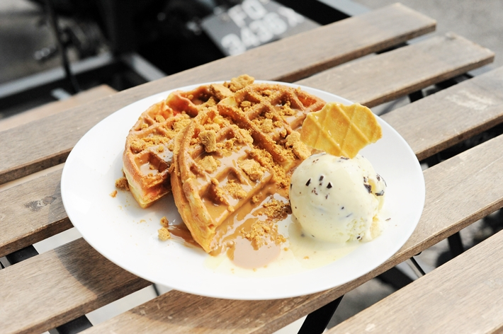 Ridiculoos Spectaculoos Waffles Spatula