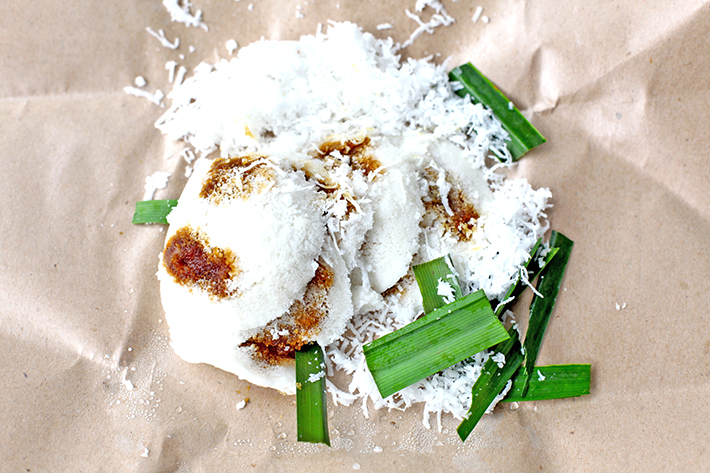 traditional haig putu piring