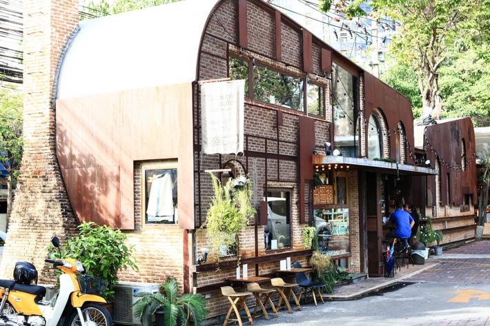 Unfashion Cafe Bangkok