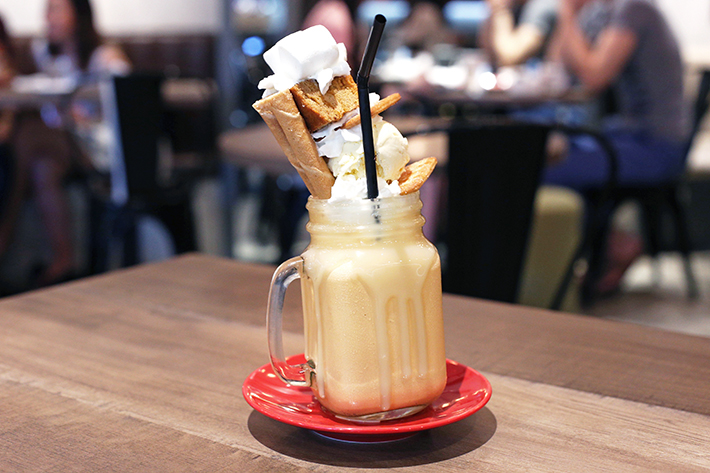 benjamin brown thai milk tea shake