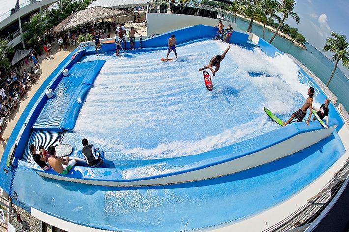 Wavehouse Surfing