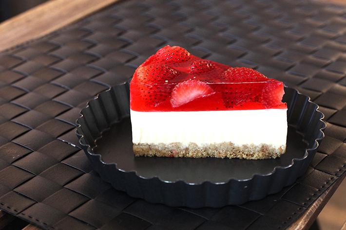 cake spade strawberry tofu