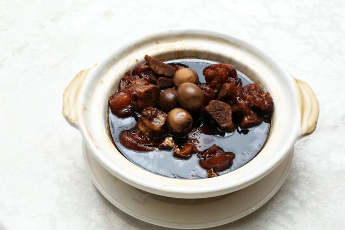 Si Chuan Dou Hua Braised Pig Shank