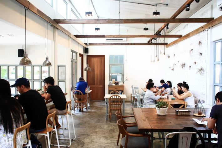 Toby's Sukhumvit Cafe