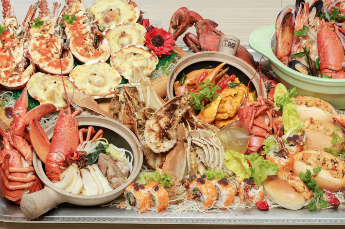 PARKROYAL on Kitchener Road Lobster Buffet