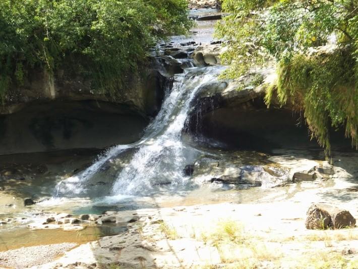 Yan Jing Dong Waterfall