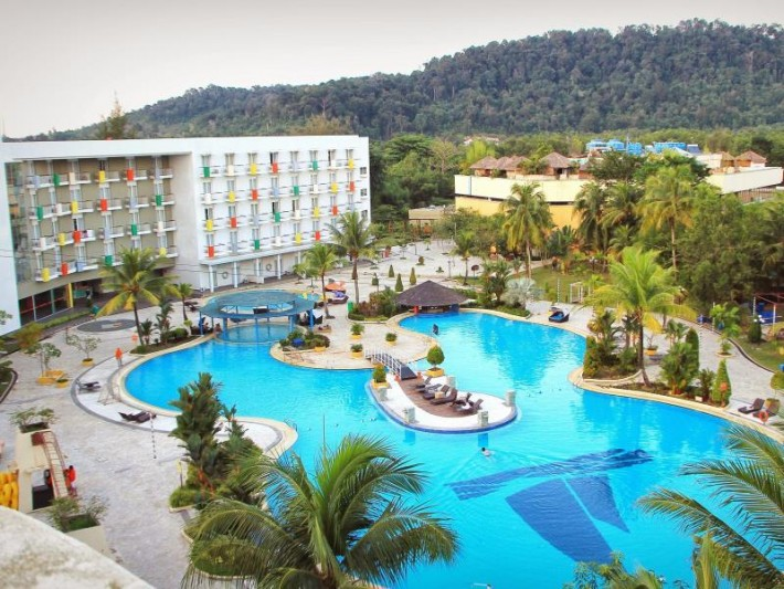 Harris Resort Batam Waterfront Pool