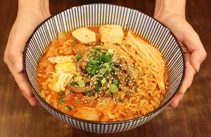 Ajumma's Kimchi Ramyeon