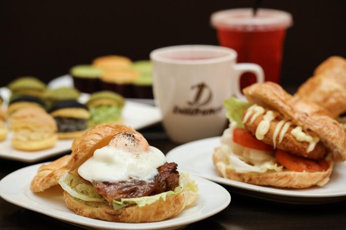 Delifrance Croissant Burgers
