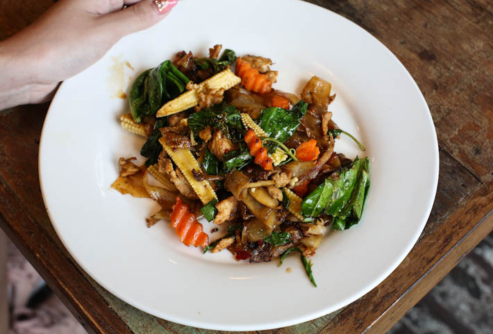 Khao Jao Stir Fried Noodles