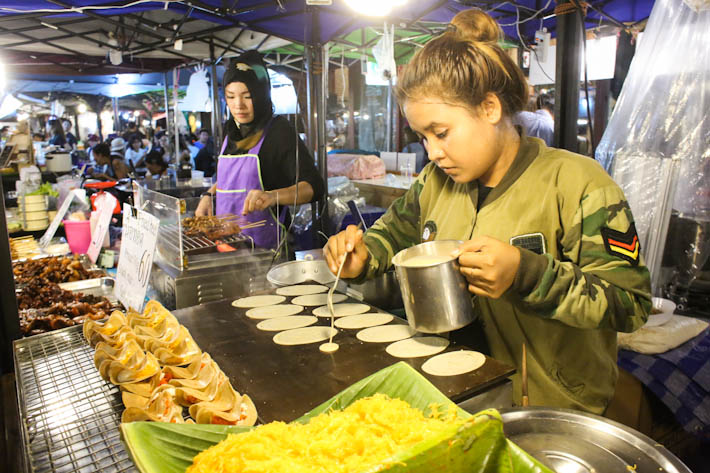 Rod Fai Food Stall