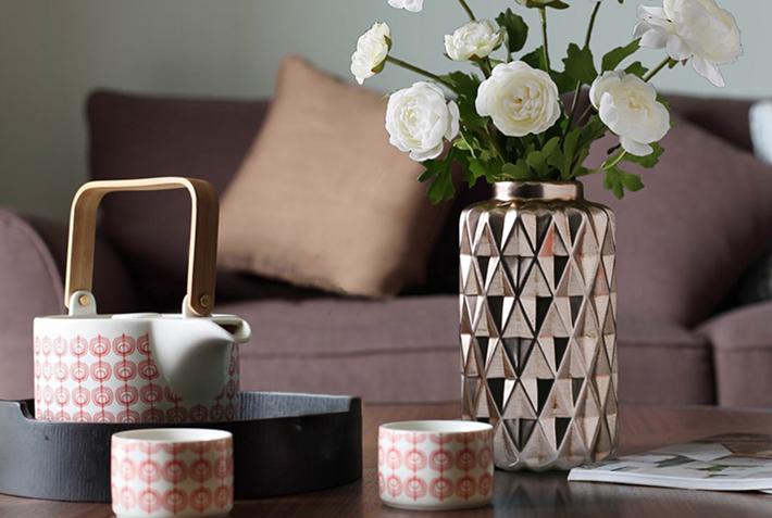 22 Rustic Metallic Vase