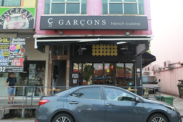 Garcons Exterior