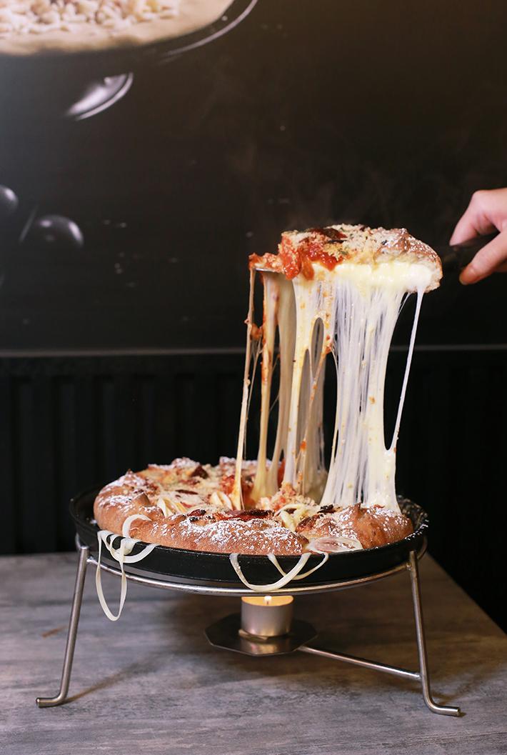 Pizza Maru Cheese Pull
