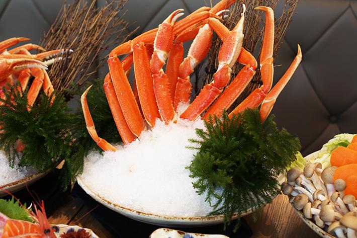 En Sakaba Alaskan Queen Crab