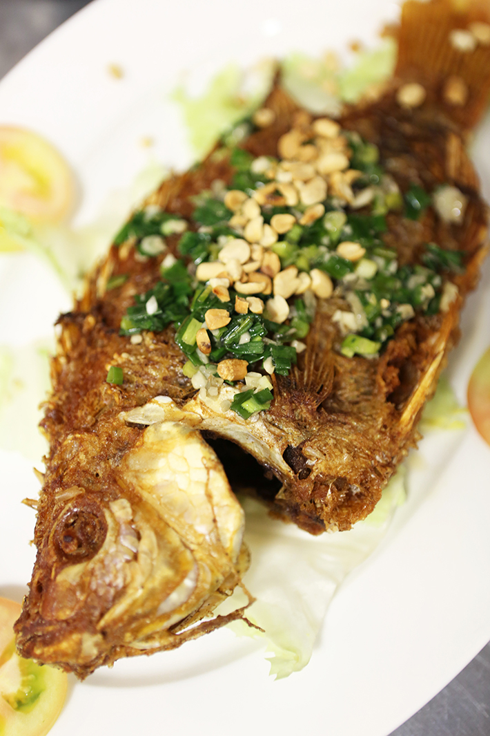 33 De Tham Restaurant Fried Fish