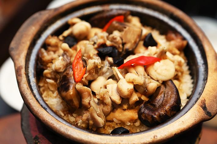 Si Chuan Dou Hua Claypot Rice With Frog