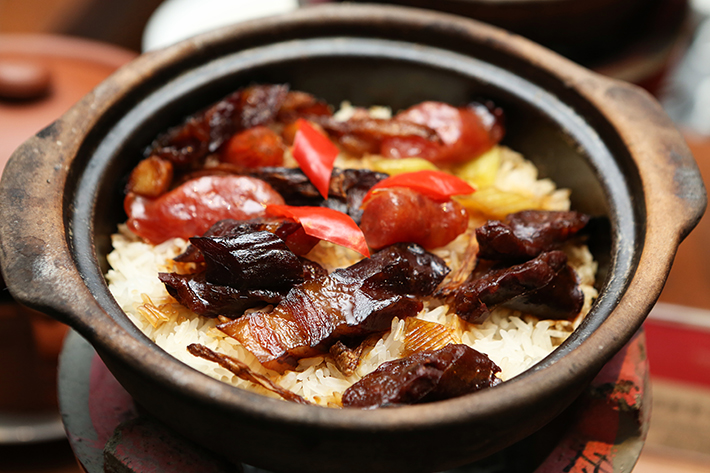 Si Chuan Dou Hua Claypot Rice With Waxed Meat