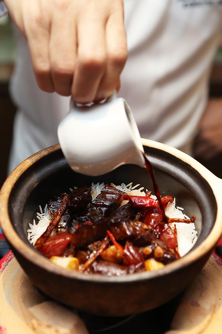 Si Chuan Dou Hua Claypot Rice