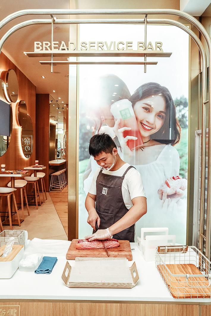 Nayuki bread Cutting