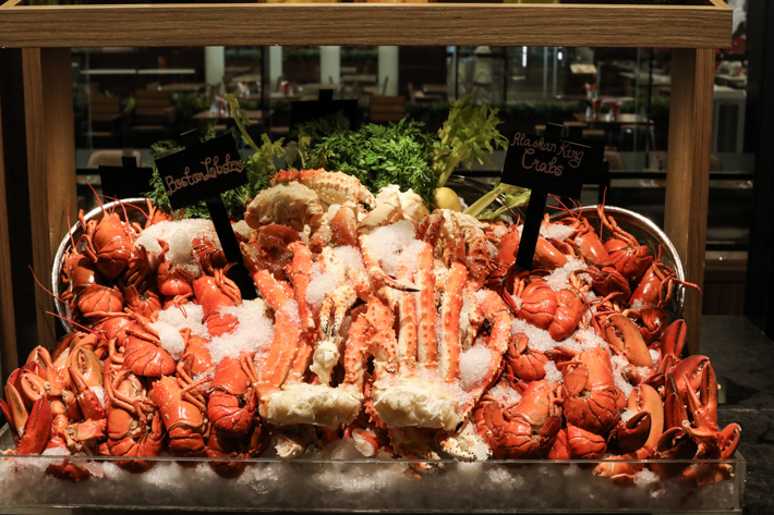 J65 Crab & Lobster Buffet