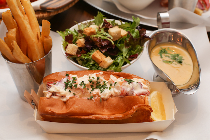 Pince & Pints Lobster Roll