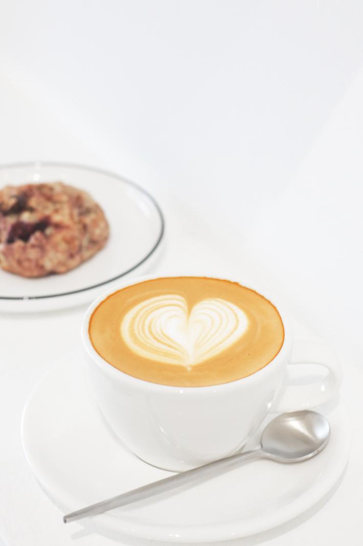 Narrative Coffee Stand_White