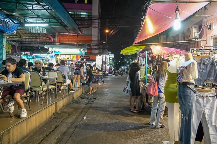 Huai Khwang Stalls