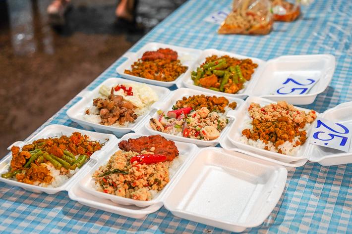 RAMKHAMHAENG UNIVERISTY NIGHT MARKET TAKE AWAY FOOD