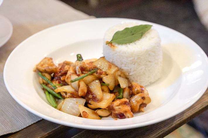 THE SIXTH CASHEW CHICKEN