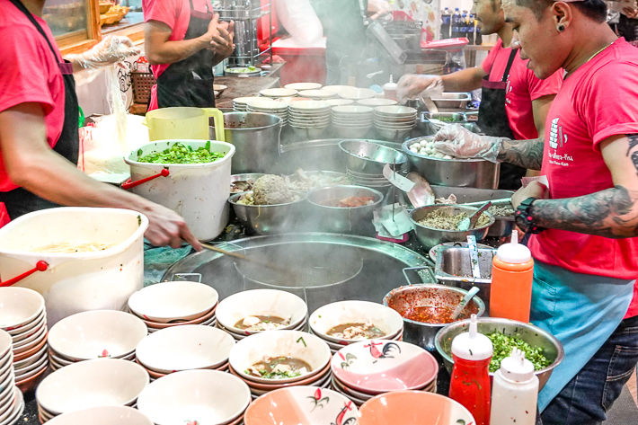 KIN TIEW KAN UNION MALL BOAT NOODLES COOKING SHOT