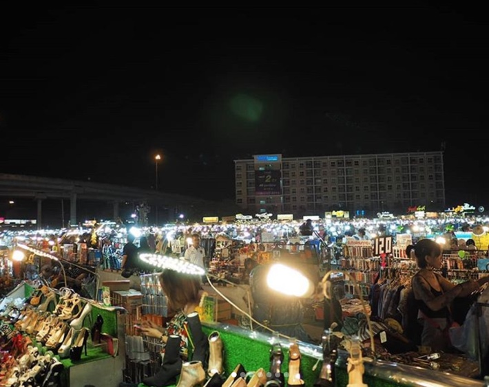 Liab Duan Night Market