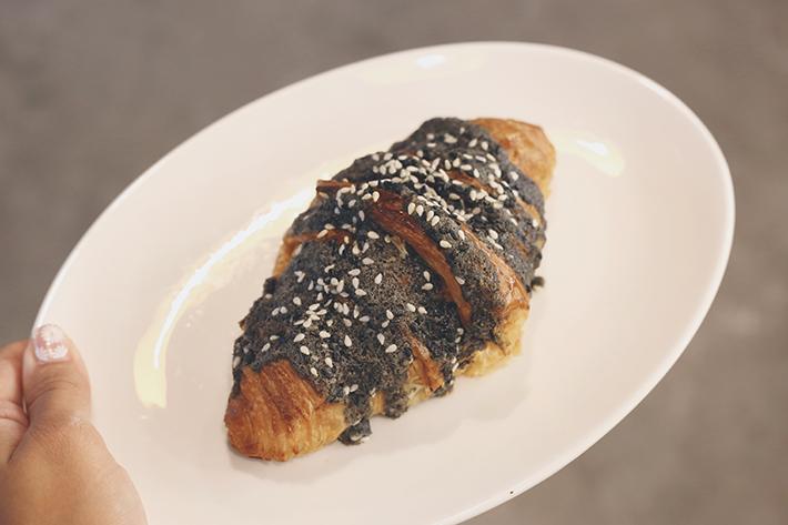 black sesame croissant au croissant