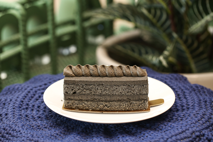 CAFE AMAZON BLACK SESAME LAYER CAKE