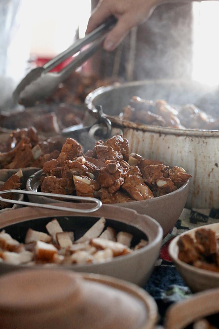 sorting meat action shot zheng zong bak kut teh