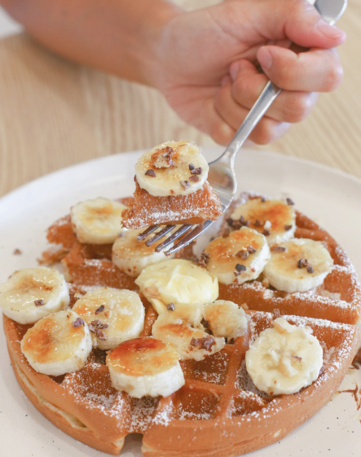 Komma Social Cafe Waffles and Banana