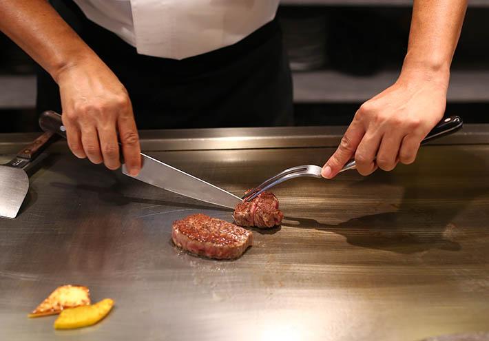 Hidemasa Teppanyaki Beef Slicing