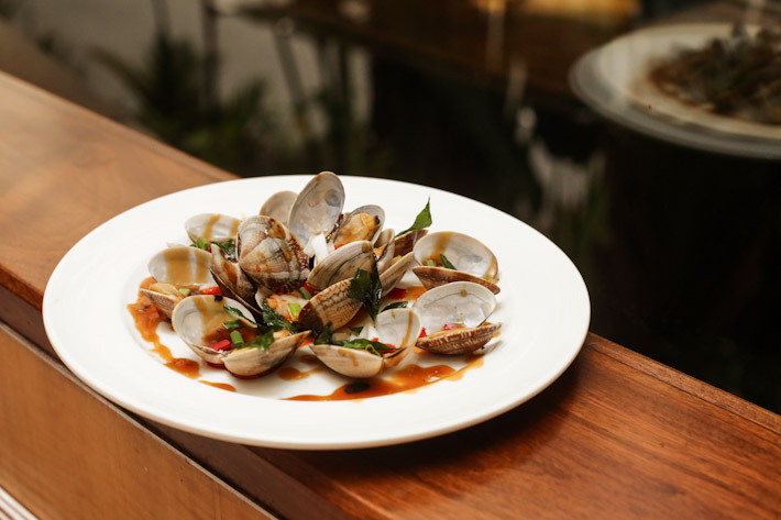 Window On The Park Black Pepper Clams