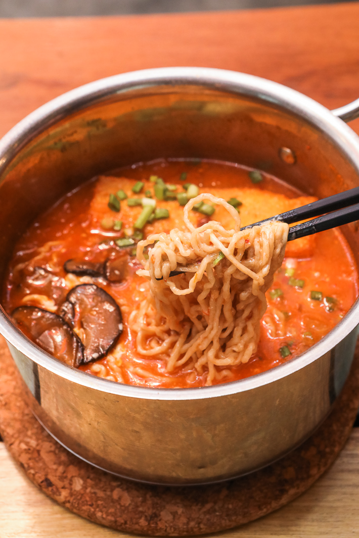 I want my noodle spicy kimchi noodle