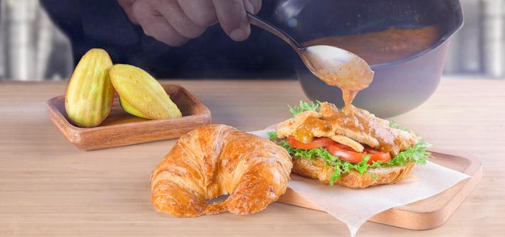 Delifrance Rendang Croissant Burger