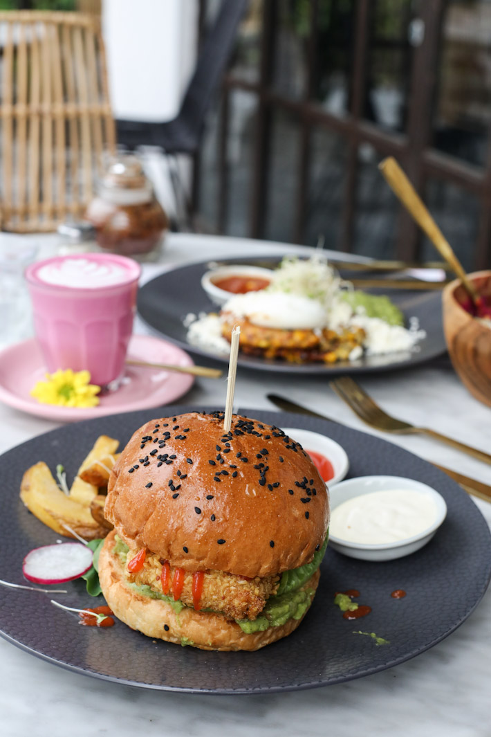 Coffee Cartel Mie Goreng Chicken Burger